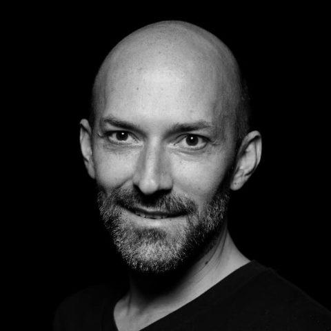 Portait: DJ Philipp Höll, DJ am WEDD CLUB, dem exklusives Clubbing für Hochzeitsdienstleister